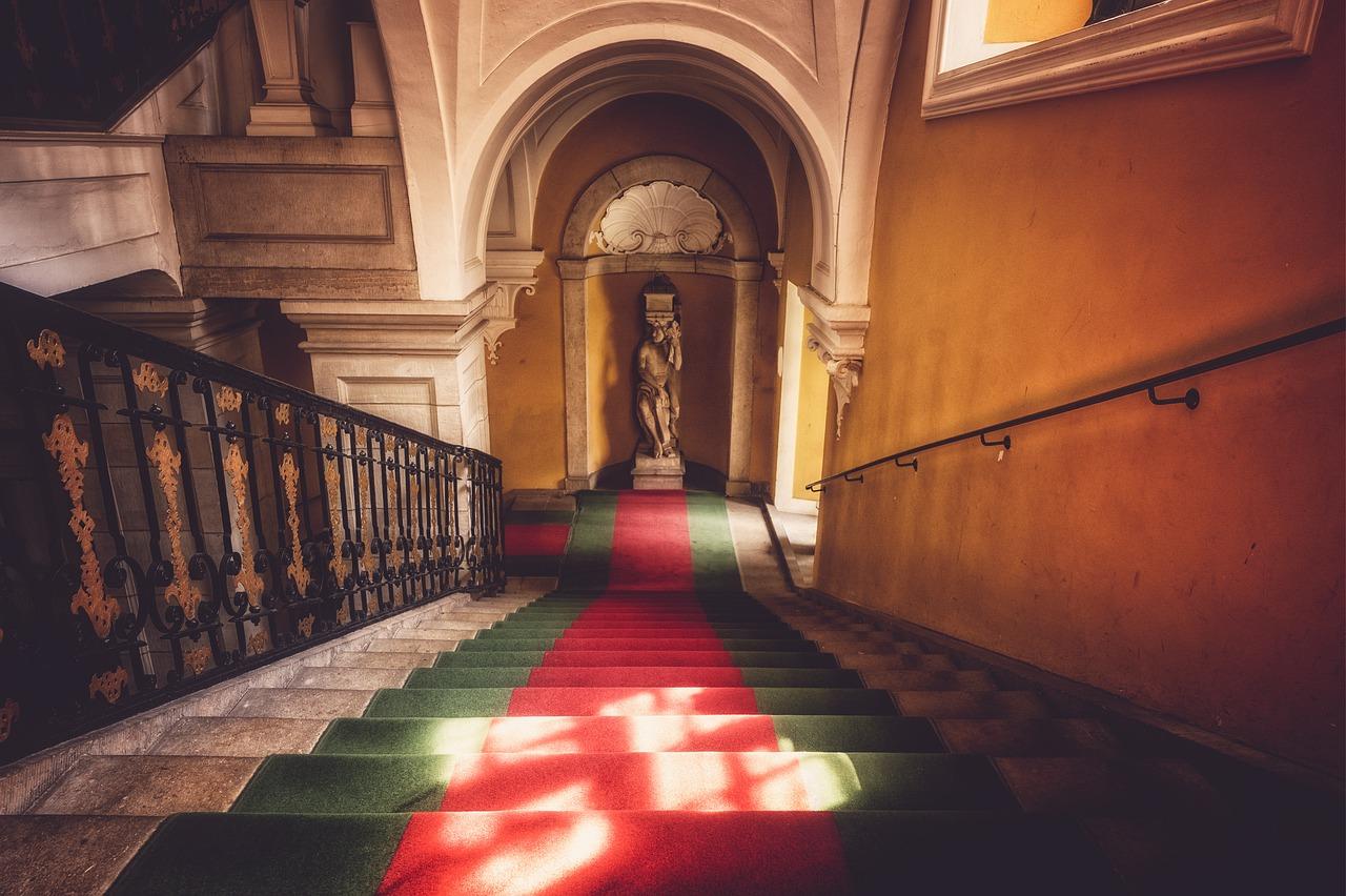 Jaké známe typy schodišť?